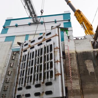 Реконструкция Новосибирского шлюза - грузоподъемные работы