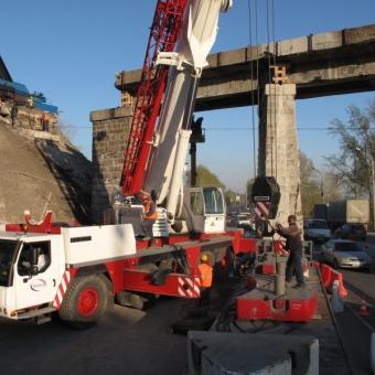 Монтаж опоры моста